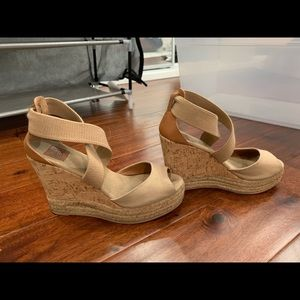 Tory Burch platform shoes!! Size 8.5